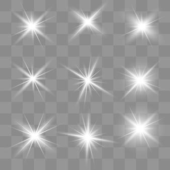 Une lumière rougeoyante blanche explose sur un transparent. des particules de poussière magiques étincelantes. étoile brillante.