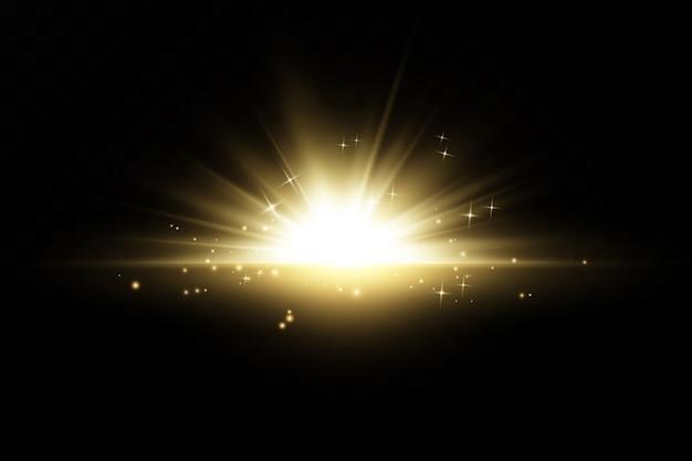 La lumière rougeoyante d'or explose sur un fond transparent. avec ray. soleil brillant transparent, flash brillant. effet spécial de lumière parasite.