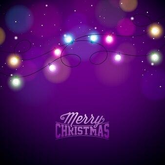 Lumières colorées rougeoyantes de noël pour les vacances de noël et bonne année cartes de voeux design sur fond violet brillant.