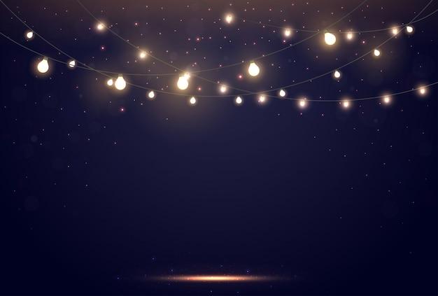 Lumières magiques sur le ciel bleu nuit foncé avec des étoiles scintillantes