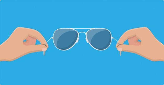 Lunettes de soleil aviateur à la main. lunettes de protection.