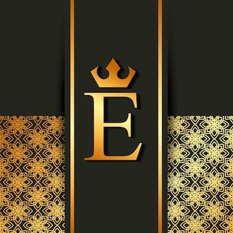 Luxe doré et élégante lettre e héraldique royale