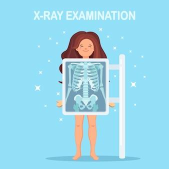 Machine à rayons x pour scanner le corps humain. roentgen de l'os de la poitrine. examen médical pour chirurgie