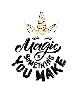 La magie esquissée à la main est quelque chose que vous faites une illustration vectorielle avec des citations de typographie de lettrage