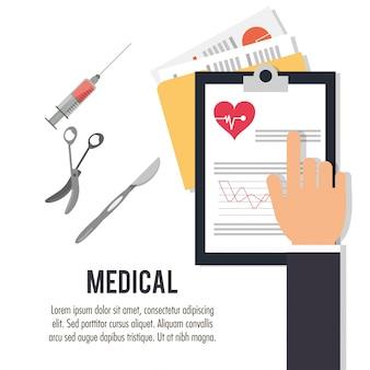 Main avec des ciseaux de scalpel de presse-papiers médical