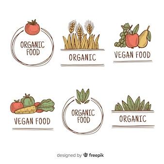 Main dessiné des étiquettes d'aliments biologiques simples