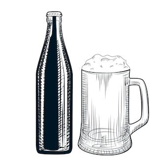 Main dessinée bouteille de bière et chope de bière.