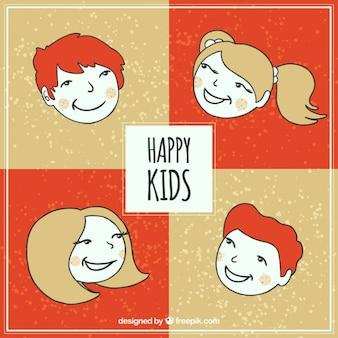 Main enfants heureux tirées emballent
