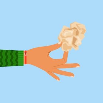 Main de femme tenant une feuille de papier froissé
