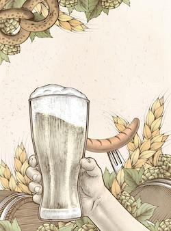 Main de gravure sur bois rétro tenant de la bière