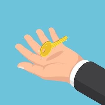 Main d'homme d'affaires isométrique plat 3d tenant la clé d'or. clé du concept de réussite commerciale.