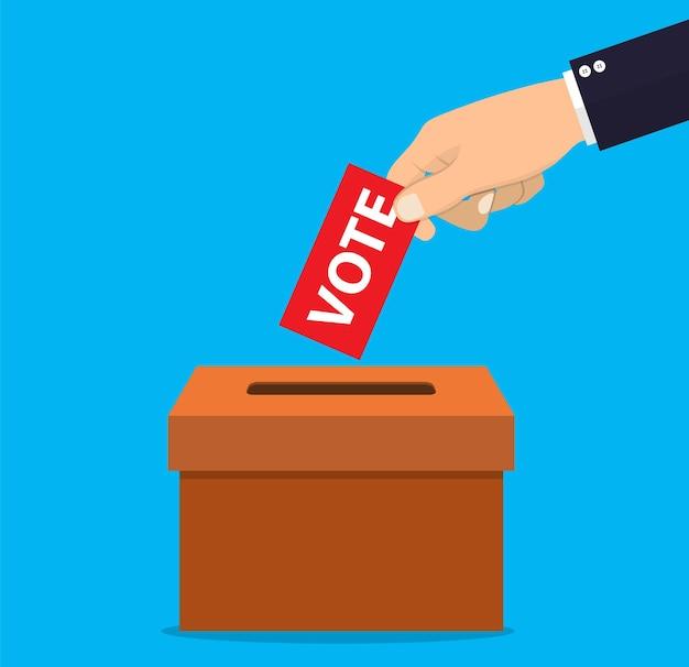Main humaine mettant le papier de vote