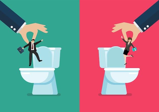 Main jetant un homme et une femme d'affaires dans les cuvettes des toilettes