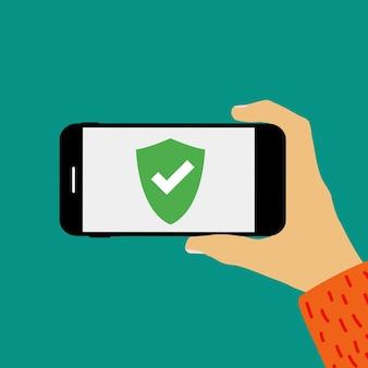 Main tenant le téléphone mobile avec modèle d'écran de bouclier de sécurité.