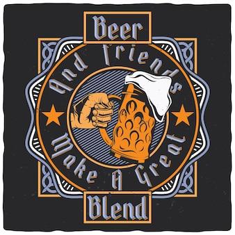 Main avec verre de bière