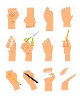 Mains avec des cartes de papier vierges isolées