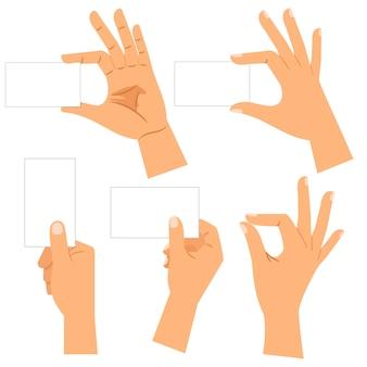 Mains avec des cartes de visite en papier isolées