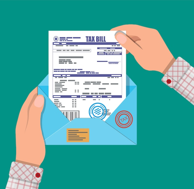 Mains avec enveloppe avec déclaration d'impôt