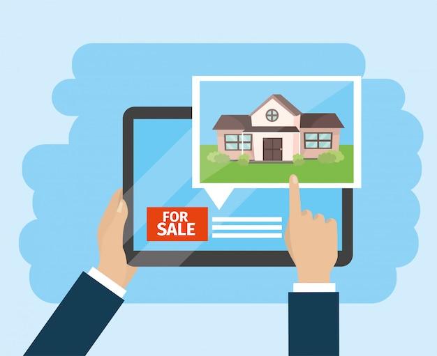Mains d'homme d'affaires avec tablette et vente de maison