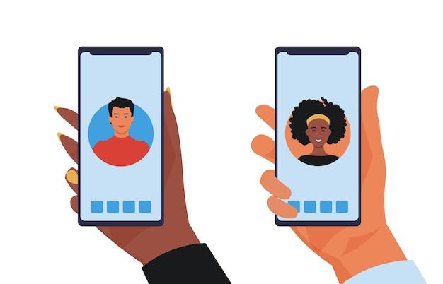 Mains mâles et femelles avec smartphones