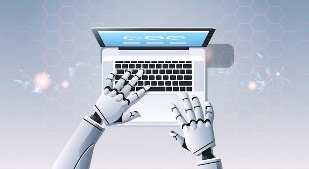 Mains de robot à l'aide d'ordinateur portable tapant
