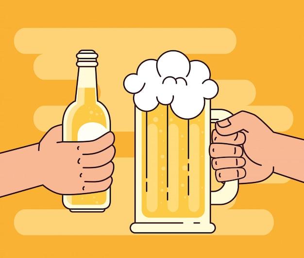 Mains tenant des bières dans une tasse en verre et une bouteille, sur fond jaune