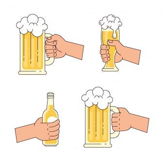 Mains tenant des bières, sur fond blanc