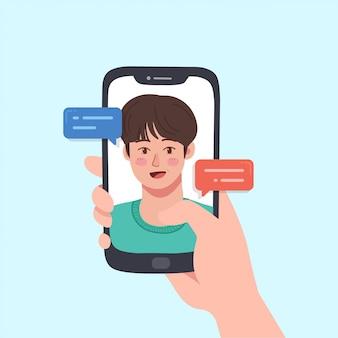 Mains tenant le smartphone avec le chat vidéo en ligne