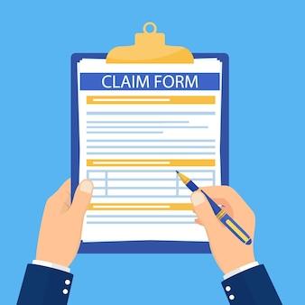 Maintenez le presse-papiers avec le formulaire de réclamation dessus