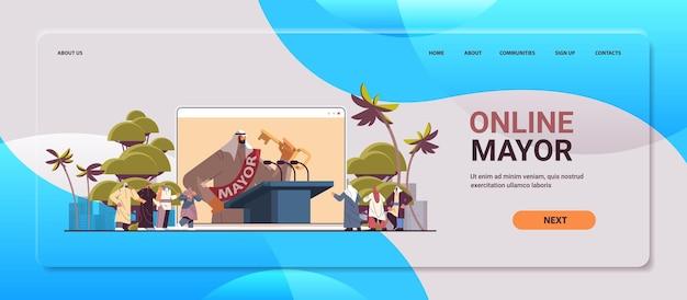 Maire arabe avec clé donnant le discours de la tribune sur écran d'ordinateur portable concept de déclaration publique espace copie horizontale illustration vectorielle