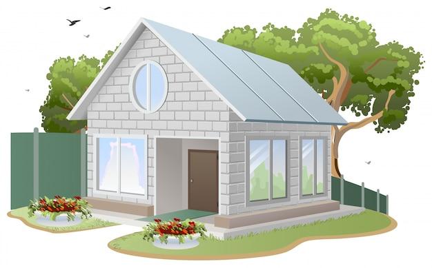 Maison en briques blanches, chalet, arbres, parterres de fleurs, clôture