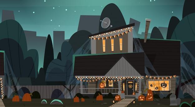 Maison décorée pour halloween, vue de face avec différentes citrouilles