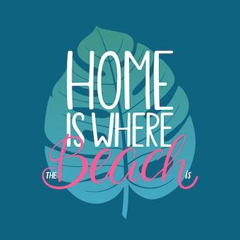 La maison est là où se trouve la plage. belle carte de voeux avec calligraphie mignonne dessinée à la main et feuilles tropicales