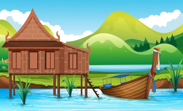 Maison thaïlandaise traditionnelle au bord d'une rivière