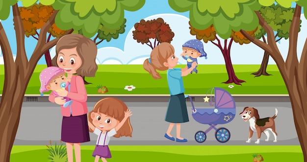 Mamans et enfants dans le parc