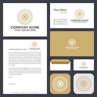 Mandala de luxe ornemental feuille de logwirh peopleyoga et carte de visite premium