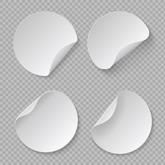 Maquette d'autocollant rond. étiquette de prix de cercle blanc, papier plié adhésif vierge, modèle en carton. ensemble de conception d'étiquettes réalistes