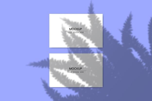 Maquette de cartes de papier horizontales vierges avec effet de superposition d'ombre