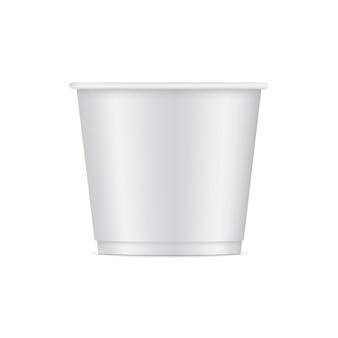 Maquette de tasse de papier crème glacée isolé sur blanc.