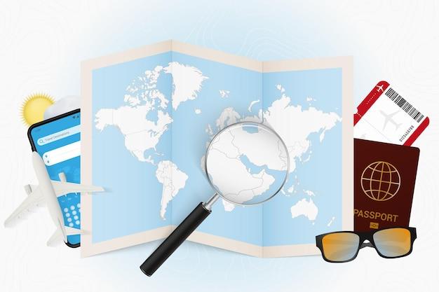 Maquette touristique de bahreïn à destination de voyage avec équipement de voyage et carte du monde