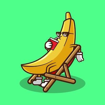 Mascotte de banane se reposant en buvant un verre