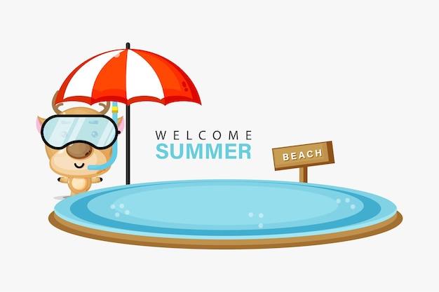 Mascotte de cerf nageant sur la plage avec des salutations d'été