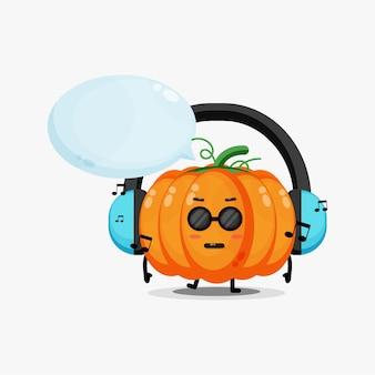 Mascotte de citrouille mignonne écoutant de la musique