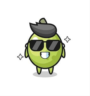 Mascotte de dessin animé d'olive avec un geste cool, design de style mignon pour t-shirt, autocollant, élément de logo