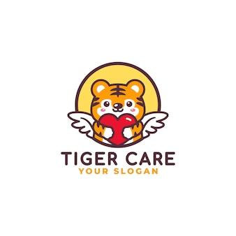 Mascotte de logo mignon tigre étreignant le logo des soins du coeur