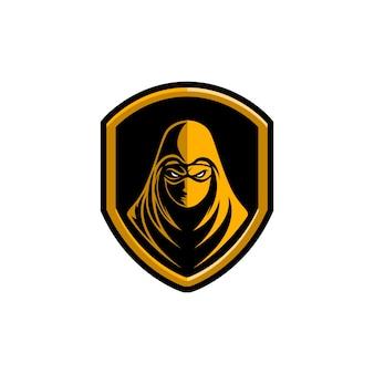 Mascotte de logo ninja avec capuche jaune et bouclier