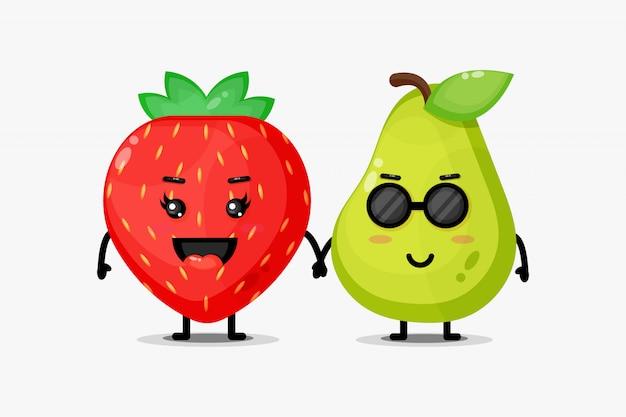 Mascotte mignonne de fraise et de poire se tenant la main