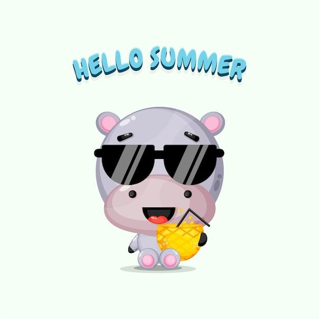Mascotte mignonne d'hippopotame portant du jus d'ananas avec des salutations d'été