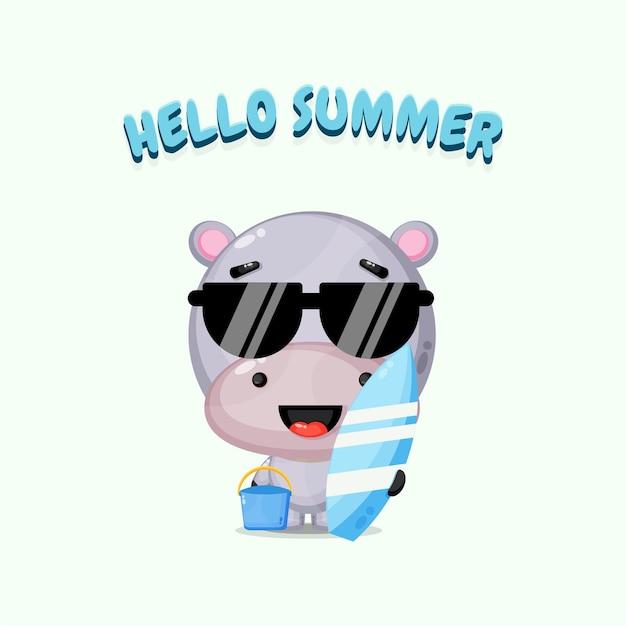 Mascotte mignonne d'hippopotame portant une planche de surf avec des salutations d'été