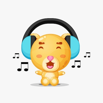 Mascotte d'ours mignon écoutant de la musique